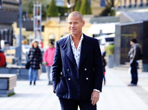 Mons Kallentoft är journalist och författare.