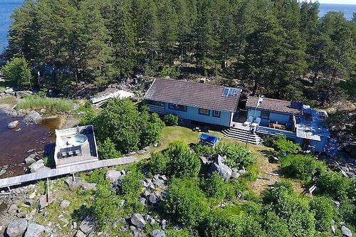 Skärgårdshuset som ligger på arrenderad mark ligger ute för 650 000 kronor.
