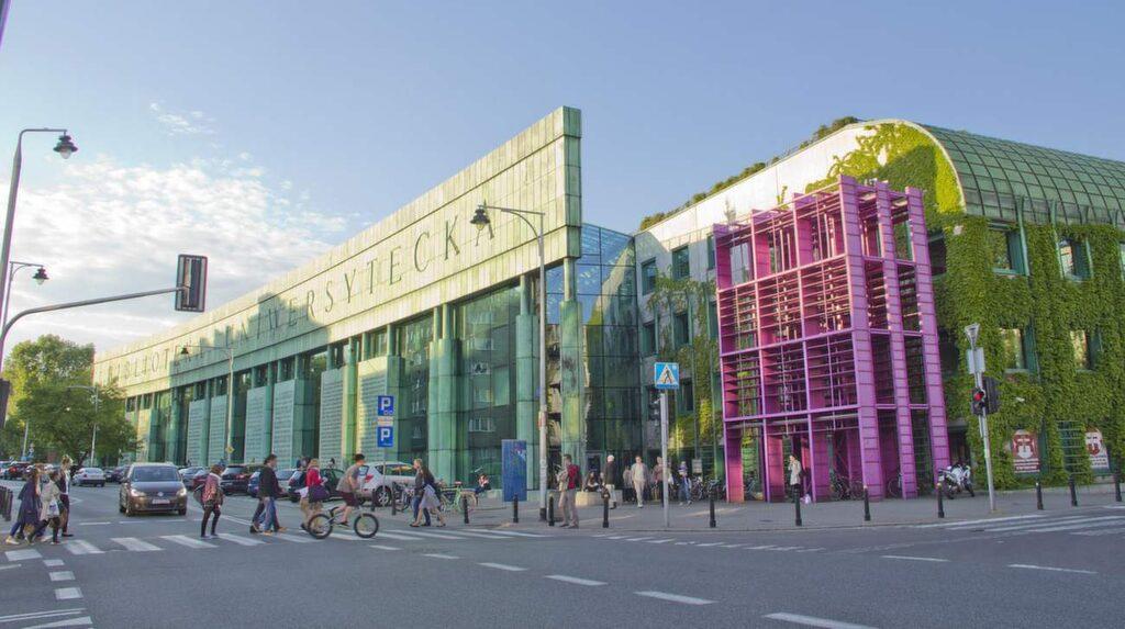 Universitetsbiblioteket på Universitetsområdet Powisle söder om gamla stan blir bara trendigare.