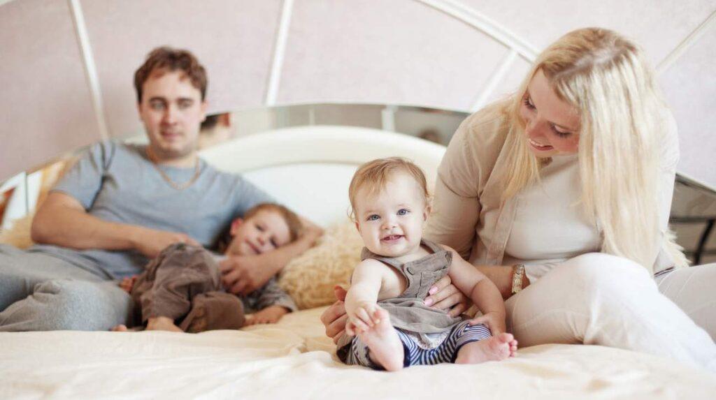 Har du små barn hemma bör du se över säkerheten hemma. Kanske har du redan gjort det, men annars bör du tänka på vilka olycksrisker det finns hemma.