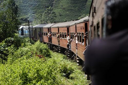 Tågresor i Sri Lanka är inget för den som har bråttom.