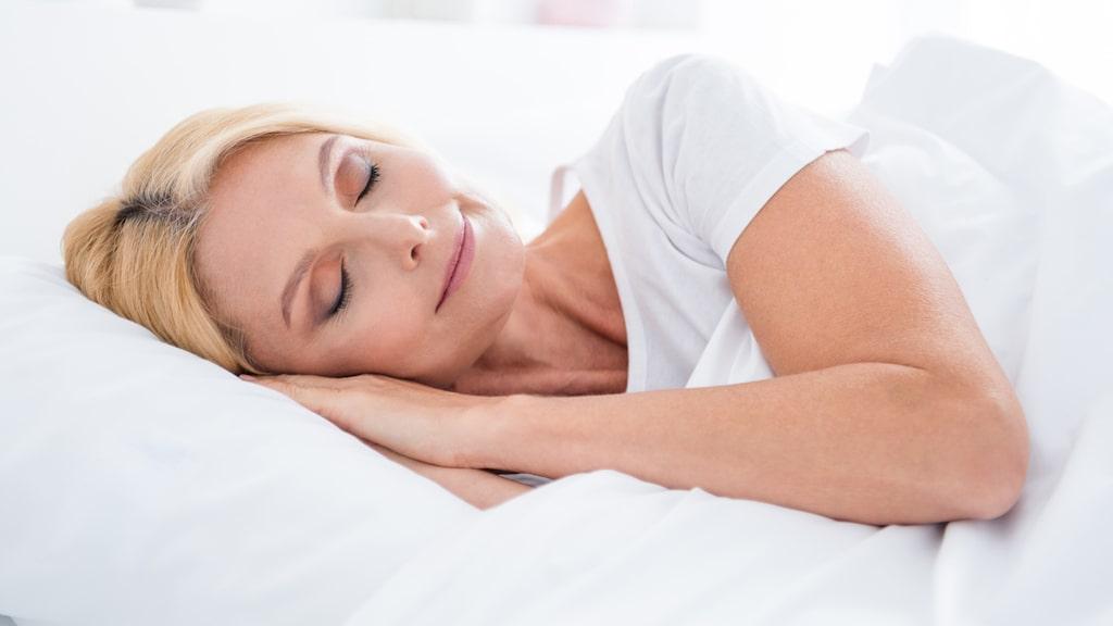 Använd nattmask 1-2 gånger per vecka och se till att få ordentligt med sömn för att få en hy som mår bra.