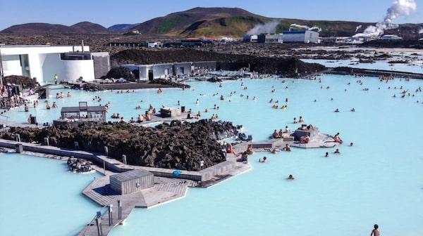 Blå Lagunens naturligt varma vatten.
