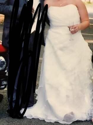 22fb2f5c1e81 Säljer sin bröllopsklänning – med rolig beskrivning