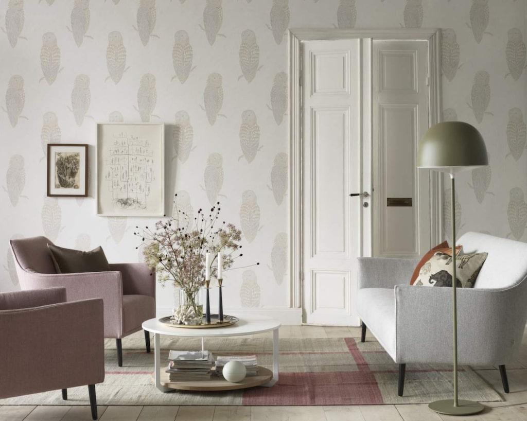 <p>Ett enkelt knep för att ge känslan av ett nytt hem är att ställa möblerna på ett annorlunda sätt för att skapa en luftigare känsla. Tapet Brooklyn från Sandberg tyg &amp; tapets kollektion New York stories.</p>
