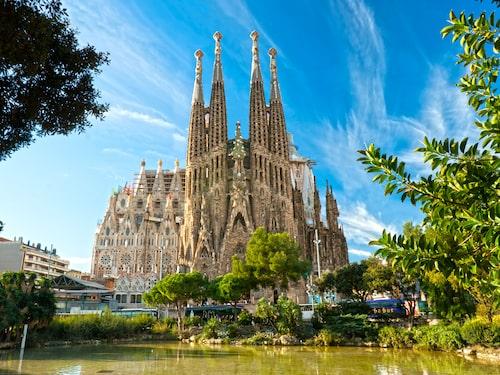 Den enorma kyrkan La Sagrada Familia i Barcelona innehar sjätteplatsen.