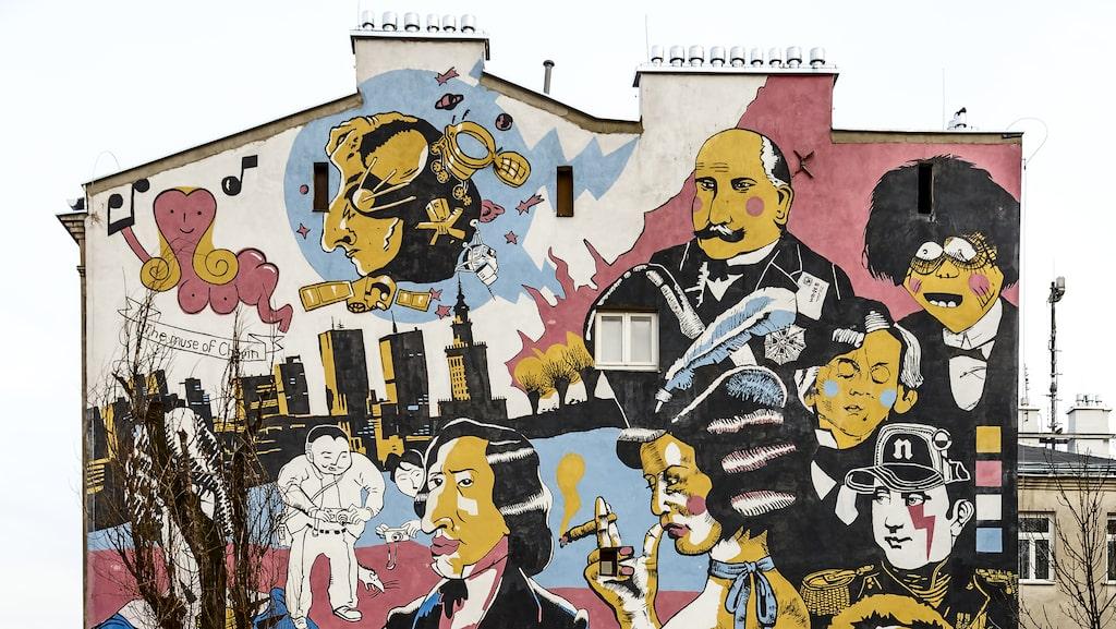 Fasadmålning på ett gatuhus nära Chopinmuseet.