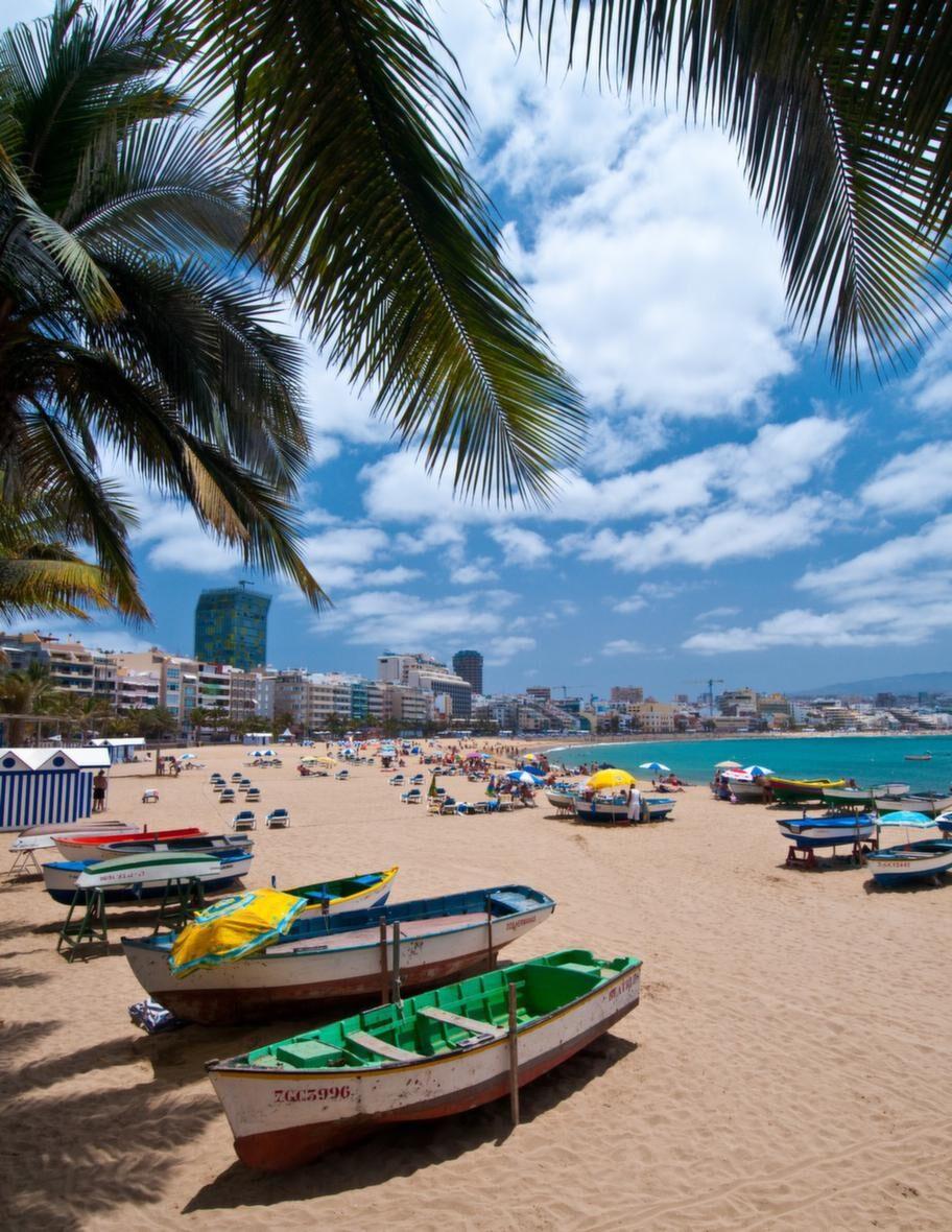 Las Canteras är mer än en strand - den är stadens hjärta, lunga och nav.