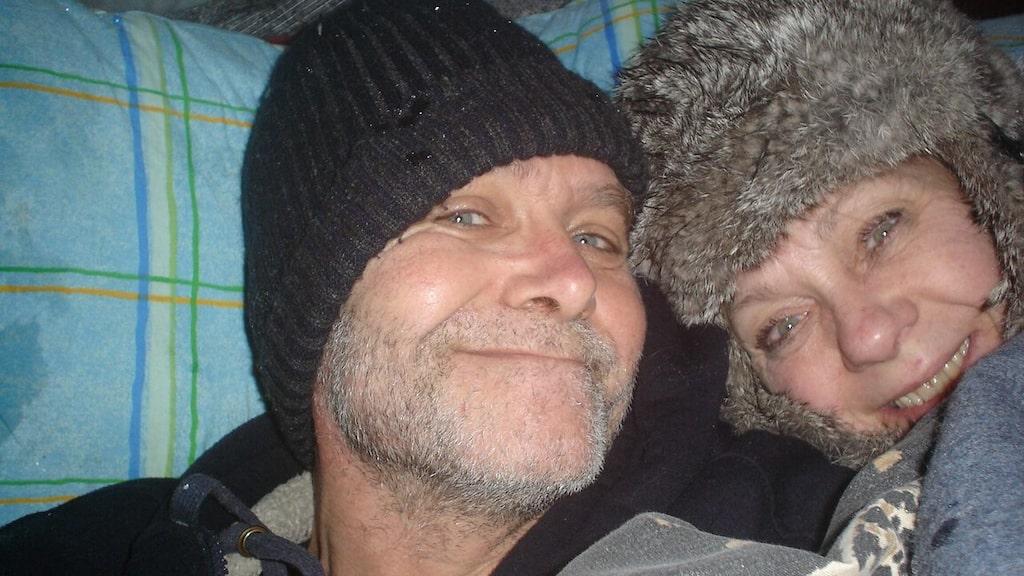 Så här pigga var jag och Sussie efter första övernattningen i is-igloon.
