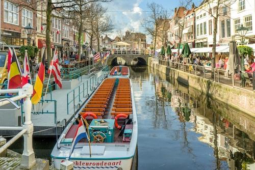 Centrala Alkmaar är väldigt mysigt – en typisk välbevarad nederländsk småstad med många kanaler och typiska tegelhus.