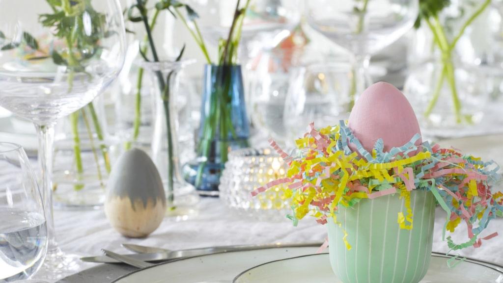 Duka härligt med pasteller till påsk.