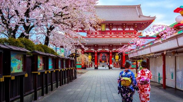 Tokyos äldsta tempel Sensoji i Asakusa.