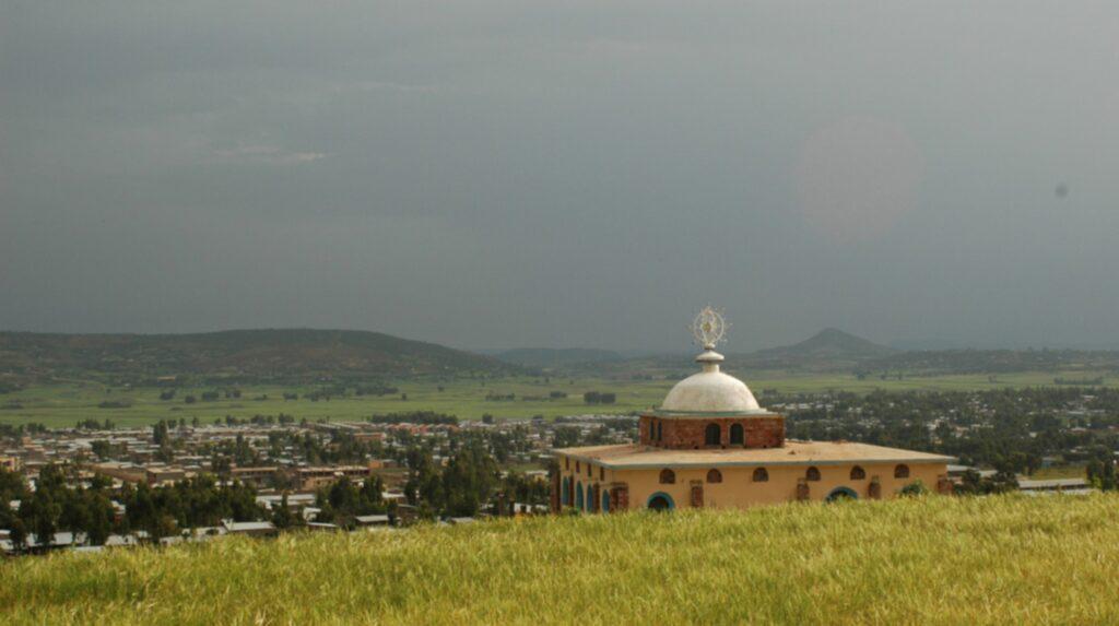 <p>Somliga hävdar att Arken, som rymde stentavlorna med de tio bud Gud gav Moses vid Sinai, förvaras i kyrkan Tsion Maryam i staden Axum i Etiopien. </p>