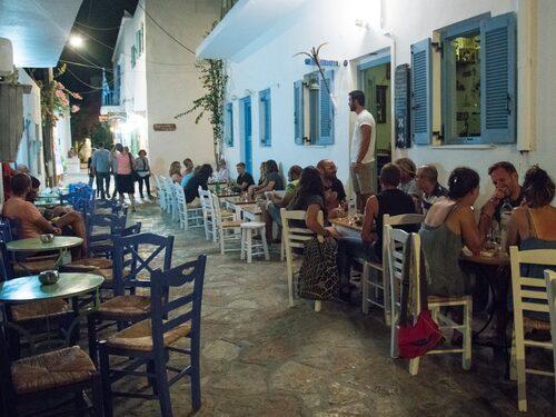 På en av de snirkliga gränderna ligger Koyfohorio kafé.