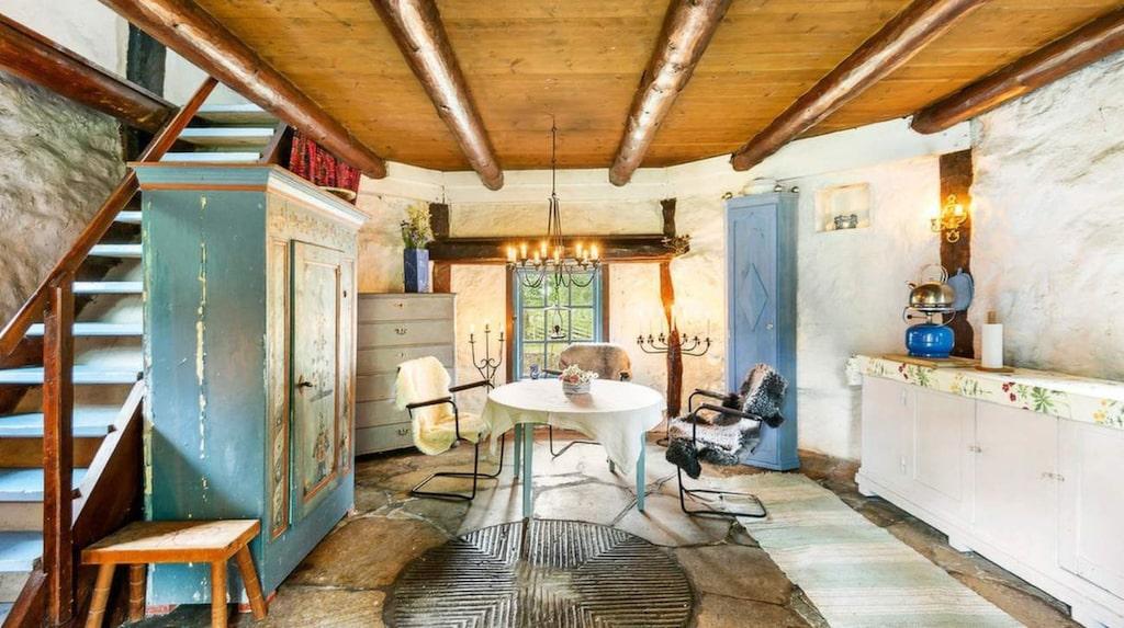 Den är inredd till ett hem. Väderkvarnens boarea är 54 kvadrat, fördelat på tre rum.