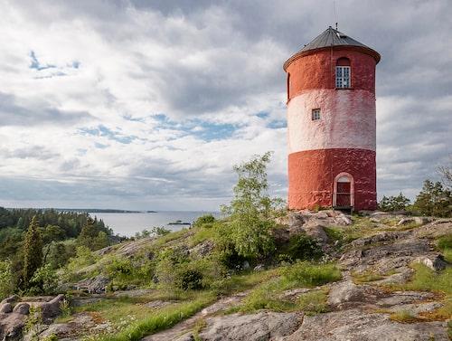 Det välkända sjömärket Arholma båk byggdes 1768 och fungerade tidigare som lotsutkik.