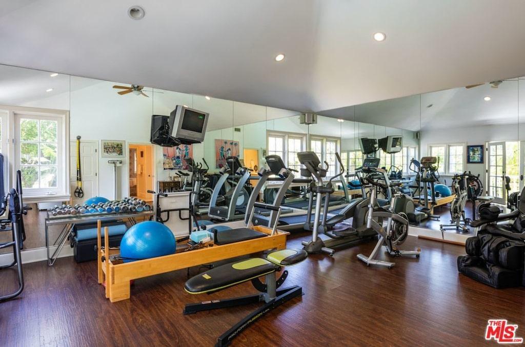 Ett av sovrummen är omgjort till gym.