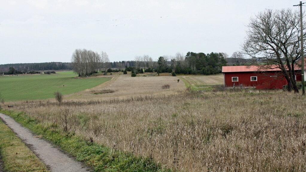 Till gården hör mark på hela 6 hektar.