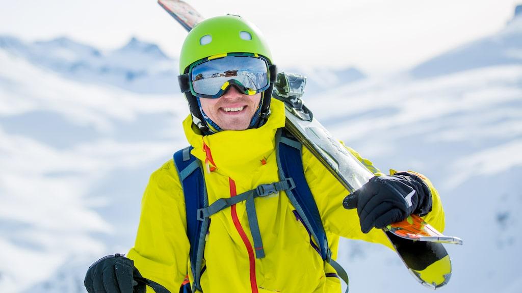Något tillbehör till fjällresan så som skidglasögon eller ett par varma handskar kanske passar pojkvännen.