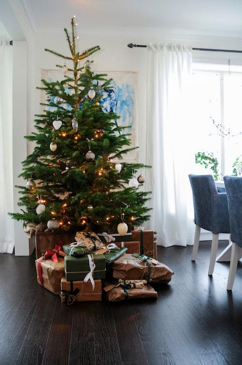 Kungsgranen har många minnen från julmarknader, ärvda julkulor och minnen från Johan och Victorias familjer.