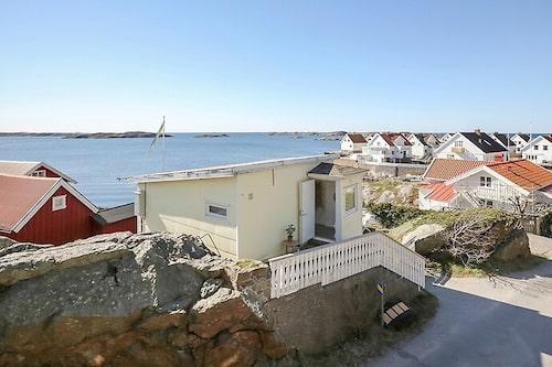 Huset byggdes på 50-talet och ligger på Tjörns kommuns mark och är ett arrende.