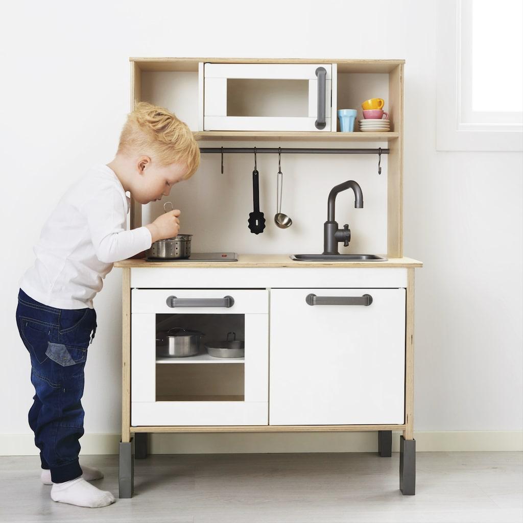 Leksaksköket som finns i många barnfamiljers hem har blivit prissänkt med en hundring och kostar nu 699 kronor.