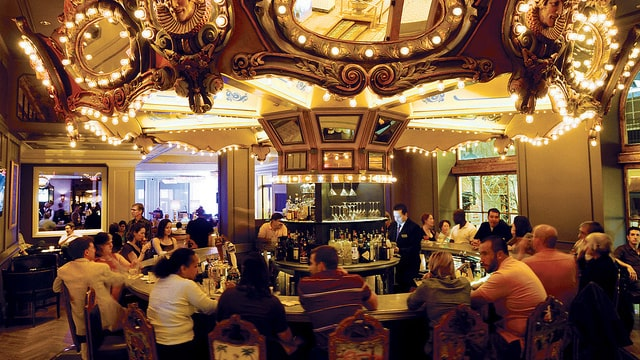 På Hotel Monteleone i New Orleans är hela baren en karusell.