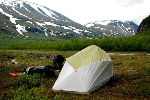 Ett bra tält som tål både vatten och vind är ett måste på fjället.