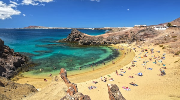 Lanzarote har alltifrån vingårdar till härliga stränder att besöka.