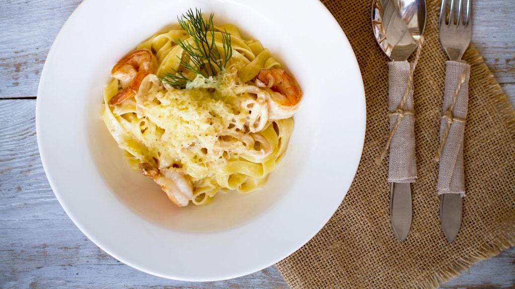 Läsaren vill ha tips på ett gått vitt vin från Italien som passar till pasta med skaldjur.