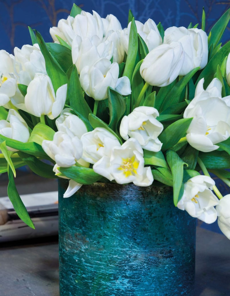 """Vita blommor betyder """"jag tror på din renhet och jungfrulighet""""."""