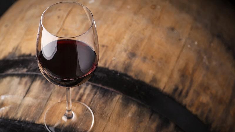 Håll utkik efter Systembolagets små partier om du är nyfiken på att börja lagra vin.