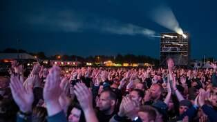 Dyra biljetter gor arrangorerna rika pa sweden rock