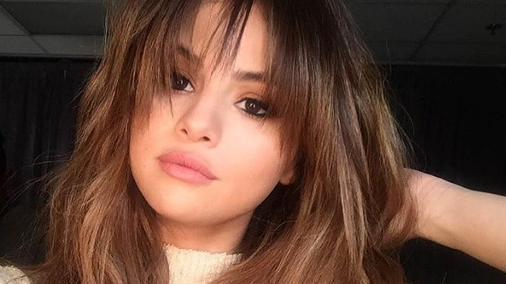 Luggen är stekhet. Här på Selena Gomez.
