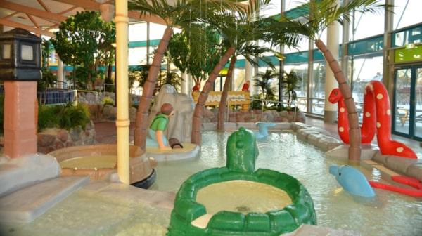 Aqua Nova har badupplevelser för både små och stora barn.