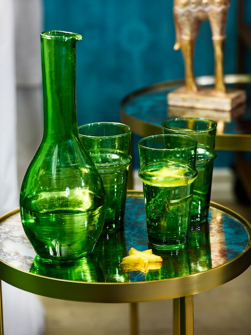 Grön glaskaraff Marocko, 399 kronor, dricksglas Marocko, 45 kronor/styck, Oscar & Clothilde.