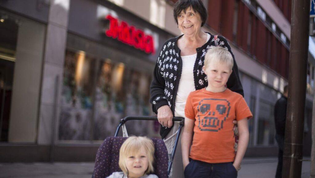 """<p><strong>Är du extra försiktig under rötmånaden?</strong></p> <p><strong>Elisabeth Svedjehed, 71, pensionär, Umeå:</strong><br>''Inte tänkt på det så mycket. Jag slänger istället för att spara.""""</p>"""