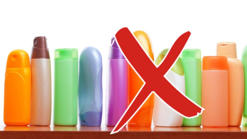 Hur vet man vilka produkter som innehåller skadliga ämnen? Här tipsar Hannah Sjöström om 10 ingredienser att hålla koll på.