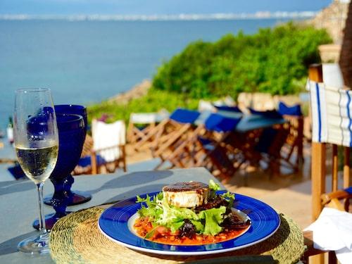 Rätterna på The Sea Club kan du äta utomhus.