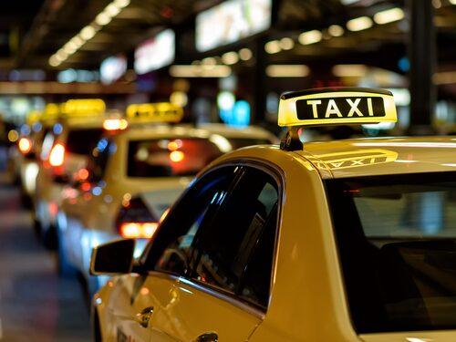 Håll koll på taxichaufförer när du är ute och reser så att du inte blir lurad.