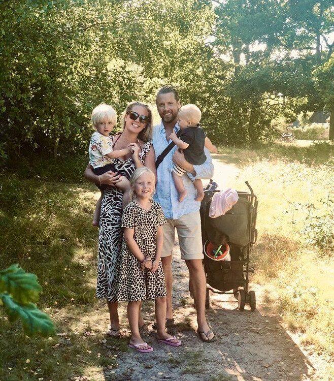 Malin och Linus med barnen Amelia, Todd och Falke.