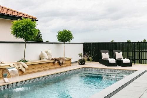 Poolen var självklar när nya huset skulle byggas. Anders driver eget företag inom poolbranschen.
