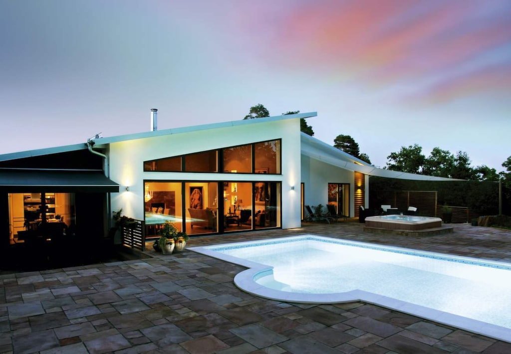 Det finns flera alternativ för att värma upp poolen. Här Rektangulär miljöpool från Poolkungen.