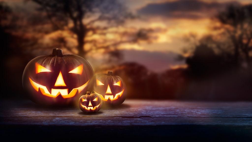Det är halloween och läge att piffa upp drinken på ett kusligt sätt.