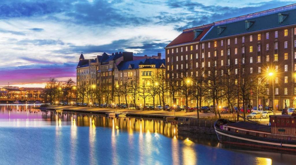 Det överdådigt pampiga och det sobert superenkla möts i Helsingfors.