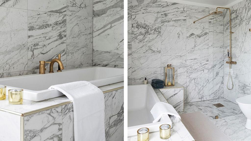 Badrum i vacker marmor, inkaklat badkar samt blandare i mässing, wc, dusch med glasvägg...