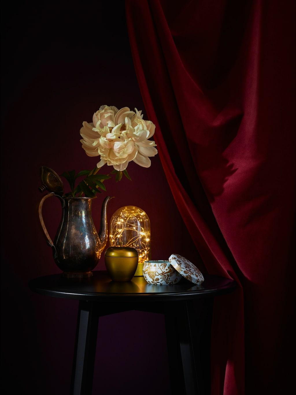 Led dekorationsbelysning, kupa, 79 kronor, doftljus i metallburk,  29 kronor.