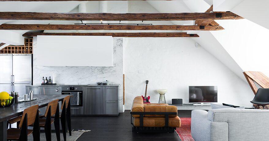 Måns Zelmerlöws lägenhet på Kungsholmen i Stockholm är till salu för närmare 10 miljoner kronor.
