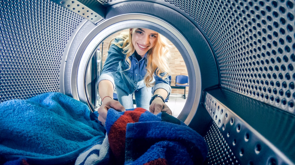 Det är bra att lämna tvättmedelsfacket och luckan till trumman öppen efter tvätt. På så sätt får maskinen torka ordentligt mellan varven.