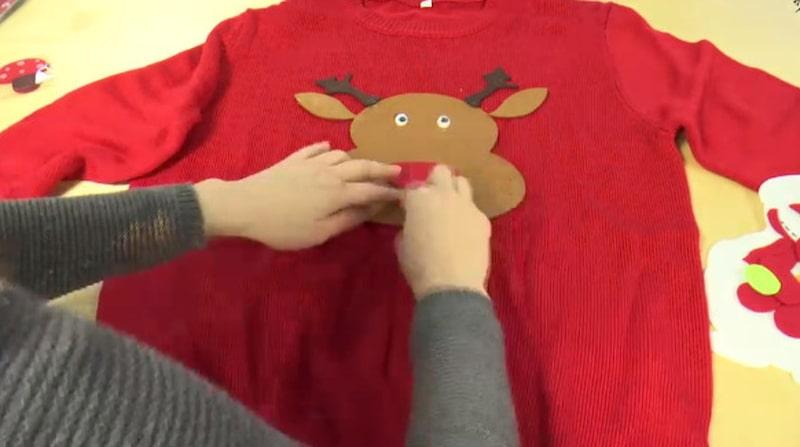 Har du inte hunnit köpa dig en ful jultröja än? Gör en egen!